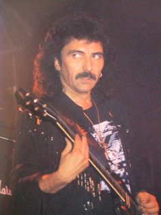 Who is the Greatest Metal Guitarist of all times?