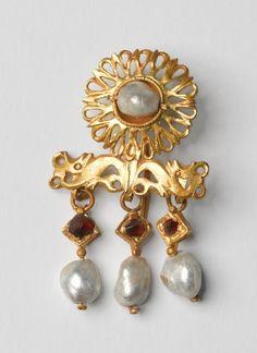 A Roman earring, 220 CE, The Israel Museum
