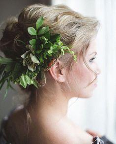 Greenery in her hair Wedding Bells, Our Wedding, Dream Wedding, Wedding Dreams, Wedding Hair Inspiration, Hair Affair, Bride Hairstyles, Natural Looks, Amazing Flowers