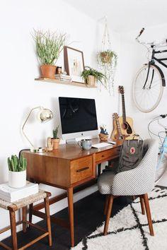 Boho Midcentury office space - Sehr schöne Farbgestaltung