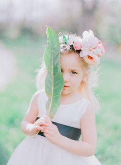 Flower girl- love the fresh flowers in her hair! Photography: Jordan Brittley - jordanbrittley.com