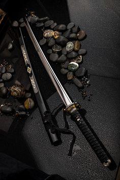 Katana, or the samurai sword, is the most advanced type of Japanese edged wea. Katana Swords, Samurai Swords, Tactical Swords, Ninja Weapons, Weapons Guns, Swords And Daggers, Knives And Swords, Armes Futures, Bushido