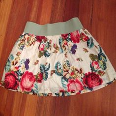 Floral skirt Stretchy banded waist makes this floral skirt super flattering and sexy! Worn once!     20% off all bundles :) Wet Seal Skirts