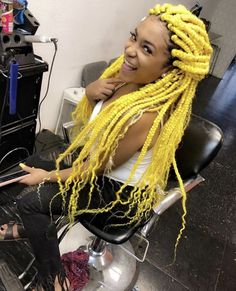 Do you like your wavy hair and do not change it for anything? But it's not always easy to put your curls in value … Need some hairstyle ideas to magnify your wavy hair? Short Box Braids Hairstyles, Weave Hairstyles, Fashion Hairstyles, Big Box Braids, Braids Wig, Curly Hair Styles, Natural Hair Styles, Colored Braids, Black Curly Hair
