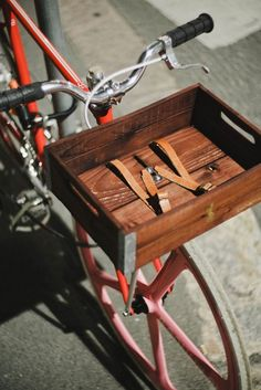 Handmade wooden bicycle basket Laurel in color by Gothamcargo Wooden Bicycle, Bicycle Basket, Velo Vintage, Vintage Bicycles, Fat Bike, Bicicletas Raleigh, Grilling Gifts, Rubber Flooring, Fitness Gifts