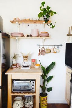 With no further a due, here are 47 kitchen organization ideas that will make you love your kitchen even more and for you to have a well-organized kitchen! For more awesome ideas, please check https://glamshelf.com #kitchens #kitchenstorage #kitchenstorageideas