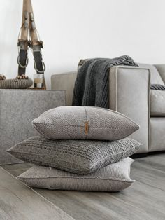 p/diy-kissenhulle-hakeln-mxliving - The world's most private search engine Crochet Cushion Cover, Crochet Cushions, Crochet Diy, Crochet Pattern, Cushions On Sofa, Pillows, Old Cds, Learn How To Knit, Knitting Blogs
