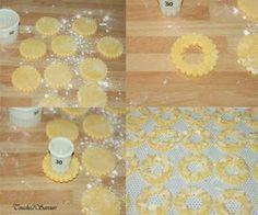 Des sablés délicieusement parfumés au citron et décorés d'amandes effilées qui accompagneront parfaitement un café ou un thé lors d'une pause gourmande ou à offrir en guise de cadeaux gourmands ! Ingrédients 250g de farine 125g de sucre en poudre 2 jaunes...