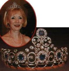 It was originally a wedding present to the mother of Queen Alexandrine of Denmark. Her mother was the Grand Duchess Anastasia of Russia and she married the Grand Duke of Mecklenburg-Schwerin. Then, - a sapphire necklace  also used as a tiara. The daughter - Princess Caroline-Mathilde,had the elements moved around, some diamonds and diamond elements were added. Her son Count Christian inherited the tiara from his mother, here Grevinde Anne-Dorthe wears it.