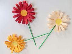 Crafting flowers – Fun ideas to make flowers Lady Lemonade – Bloemen maken – knutselen Diy For Kids, Crafts For Kids, Diy Crafts, Fresh To Go, Toddler Art, Crochet Patterns For Beginners, Learn To Crochet, Baby Blanket Crochet, Spring Crafts
