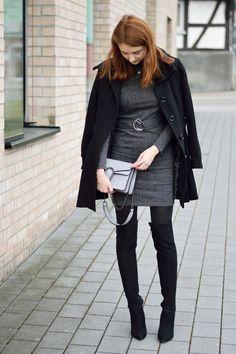 Figurbetontes Kleid von ASOS kombiniert mit einem schwarzen Mantel und Overknees. Mehr Infos zum Look auf www.modewahnsinn.de