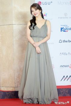 Today Photo November The 2018 Asia Artist Awards. Suzy Bae Fashion, Miss A Suzy, Suits For Women, Clothes For Women, Deepika Padukone Style, Asia Artist Awards, Fantasy Dress, Bae Suzy, Kpop Fashion Outfits
