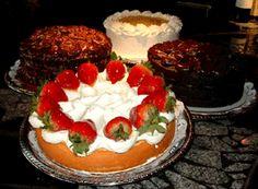 Get dessert from Cafe Latté.