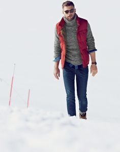 For a relaxed casual outfit, marry a red quilted gilet with blue skinny jeans — these two pieces work perfectly well together. For times when this look looks too dressy, dial it down by rocking a pair of dark brown leather work boots. Puffer Vest Outfit, Vest Outfits, Winter Vest, Casual Winter, Winter Style, Mens Fall, Mens Winter, Red Vest, Turtleneck Shirt
