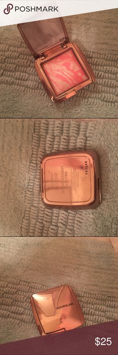 Hourglass Brush Incandescent Electra Usage is shown- product will be sanitized. No trades. Hourglass Makeup Blush