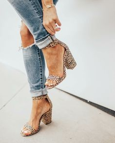 Mode leopard heels Who Is Dr. discovered that v Look Fashion, Fashion Shoes, Womens Fashion, Fall Fashion, Sneakers Fashion, Shoes Sneakers, Feminine Fashion, Tween Fashion, Fashion Outfits