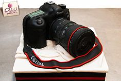 Canon Camera Cake by Dolci Pasteleria Birthday Cake For Him, Happy Birthday, Fondant Cakes, Cupcake Cakes, Cupcakes, Camera Cakes, Hobbies And Interests, Cakes And More, Baby Shower Parties