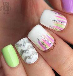 chevron nail art Gold Glitter Nails, Silver Nails, Rhinestone Nails, Long Nail Art, Easy Nail Art, Chevron Nail Art, Chevron Stencil, Brown Nail Polish, Gel Nail Art Designs