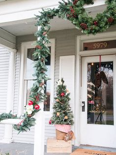 Erin+of+Earnest+Home+Co.+created+a+rustic+dried+orange+and+cinnamon+garland+to+decorate+her+colonial-theme+porch.+We+love+the+pop+of+red+apples+in+her+decor.+Get+her+complete+instructions+here.
