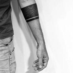 Looking for Stylish Armband Tattoos For Men & Women? We have the best collection of Stylish Armband Tattoos For Men & Women. Forearm Band Tattoos, Tattoo Band, Line Tattoos, Body Art Tattoos, Sleeve Tattoos, Black Band Tattoo, Armband Tattoo Mann, Armband Tattoos For Men, Armband Tattoo Design