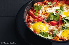 Shakshouka mit Bohnen Austrian Recipes, Thorsten, Yummy Food, Ethnic Recipes, Beans, Red Peppers, Delicious Food