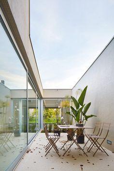 MLMR decoración e interiorismo: Casas Patio de Celrá. MLMR Arquitectos