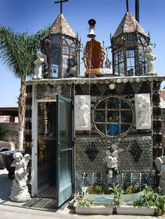 Found-Object House and Chapel by Martin Sanchez / Tio's Tacos
