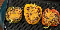 Stuff bell peppers with rice, beans and chicken for a quick and healthy dinner Chicken Tinga Recipe, Chicken Recipes, Chicken Meals, Chicken Broccoli, Chicken Chili, Chicken Rice, Beef Recipes, Carb Substitutes, Kitchens
