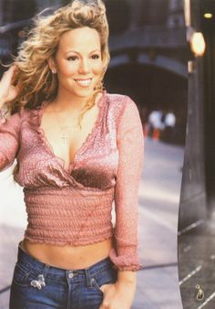 There is nothing better than seeing the smile of that which inspires us and excites us with their beautiful songs, Mariah Carey is one of those artists absolutely unparalleled and unique in the world. Mariah Carey 90s, Mariah Carey Pictures, Queen Mimi, Divas, Celebrity Moms, Female Singers, Rihanna, My Idol, Sexy