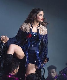 Alia Bhatt Biography - Age, Height, Wiki, Family & More - BuzzzFly Indian Actress Hot Pics, Indian Bollywood Actress, Bollywood Girls, Beautiful Bollywood Actress, Bollywood Celebrities, Bollywood Fashion, Indian Actresses, Bollywood Style, Beautiful Girl Indian