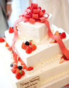 リボンをモチーフにしたウェディングケーキ。   HARMONIE SOLUNA 表参道(アルモニー ソルーナ 表参道)(東京都:ゲストハウス)   結婚式場・結婚準備の口コミサイト-みんなのウェディング [写真から探す]