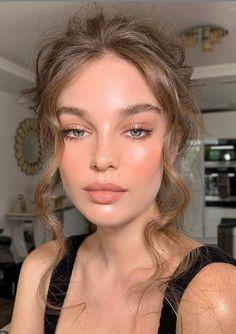 Face en Vogue on Makeup nikki_makeup Model millieroseloggie Hair lukepluckrose Peachy Makeup Look, Soft Makeup Looks, Glam Makeup Look, Nude Makeup, Pretty Makeup, Makeup Glowy, Natural Dewy Makeup, Natural Makeup For Blondes, Natural Makeup For Prom