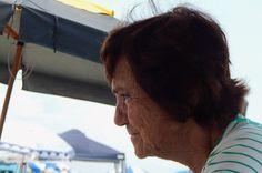 """Praia de Bertioga (04) - Nereide Zuppolini, pertencente ao ensaio fotográfico """"Praia de Bertioga"""". Capturada com uma Nikon Coolpix L810.   Fevereiro de 2017. #photo #photography #art #artpop #Brasil"""
