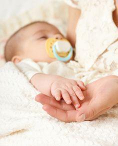 So lange hat man darauf gewartet, das Kind endlich in den Armen zu halten. Nun ist es soweit, die anstrengende Geburt ist geschafft, man darf nach Hause. Worauf muss man sich jetzt einstellen?