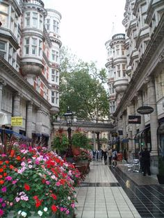 Sicilian Avenue, Holborn London. Designed by R J Worley in 1910 with classical Italian features. It is one of the earliest pavement café areas in London