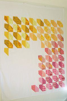 9 Quilt design wall ideas on STITCHthis! (This one is a flannel sheet from You Had Me at Bonjour) Quilting Room, Quilting Tips, Quilting Projects, Quilting Designs, Machine Quilting, Rag Quilt, Scrappy Quilts, Quilt Blocks, Baby Quilts