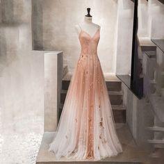 Rosa tüll pailletten langes ballkleid... Abendkleid. Pretty Prom Dresses, Straps Prom Dresses, Grad Dresses, Dance Dresses, Ball Dresses, Cute Dresses, Beautiful Dresses, Evening Dresses, Ball Gowns