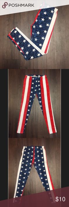 American Flag Leggings Perfect for 4th of July celebrations or country music festivals!! Only worn twice, Charlotte Russe American flag printed leggings, size large but fit more like a medium in my opinion. Charlotte Russe Pants Leggings