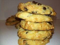 Η συνταγή που έγινε λατρεία. Αν φάτε αυτά τα cookies θα ξεχάσετε όλα τα προηγούμενα. Ο μόνος που μπορεί να φάει μόνο ένα είναι αυτός που θα φάει το τελευταίο.... ΥΛΙΚΑ (Για 30 περίπου cookies) 1 συσκευασία Cake Cookies, Cupcake Cakes, Jam Tarts, Cooking Cookies, Cookie Tutorials, Chocolate Sweets, Cake Bars, Le Chef, Appetisers