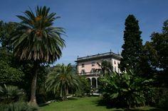 Villa Emden on lovely Brissago island, near Locarno. Very hot in summer! Delray Beach Florida, Long Holiday, Lake Como, Holiday Destinations, Amazing Gardens, Botanical Gardens, Switzerland, Mansions, Gardens