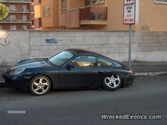 Porsche 911 996 crashed in Rome, Italy