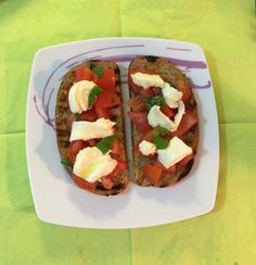 Bruschetta Caprese, typisch mediterrane Köstlichkeiten. - Das Rezept