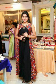 I really like the long floral part Dress Neck Designs, Kurti Neck Designs, Blouse Designs, Indian Gowns Dresses, Pakistani Dresses, Indian Outfits, Kalamkari Dresses, Churidar Designs, Saree Dress