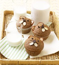 Kids will love these breakfast bears. A spice cake mix baked in a muffin tin turns into a bear when you add pear ears and a chocolate chip nose. They make great snacks too.