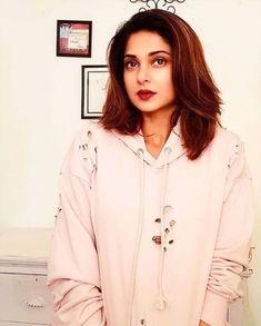 Indian Actress Hot Pics, Indian Actresses, Parneeti Chopra, Most Beautiful Models, Jennifer Winget, Bollywood Actors, Beauty Queens, Buttercream Recipe, Chocolate Buttercream