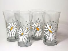 Dancing Daisies Water Glass