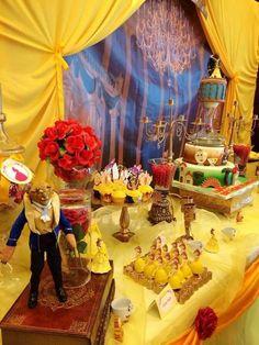 Si Bella es tu princesa favorita, te comparto lindas ideas para decorar tu fiesta basadas en el romántico cuento francés. Los colores que predominan son el amarillo, como el ultimo vestido que usa Bella, el azul marino como la capa de la Bestia y el rojo, como la rosa encantada. Crea las combinaciones de tus