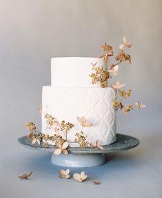 Modern Wedding Cakes Organic and Simple Wedding Cake Inspiration Creative Wedding Cakes, Cool Wedding Cakes, Elegant Wedding Cakes, Beautiful Wedding Cakes, Wedding Cake Designs, Beautiful Cakes, Elegant Cakes, Cake Design Inspiration, Wedding Cake Inspiration