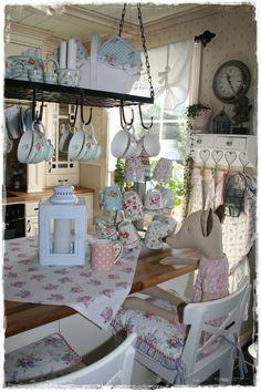Pretty cottage style. Marianne Dekkers