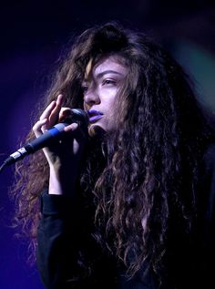 Lorde rocking out lilac lippie is only one of nine reasons we  love her..